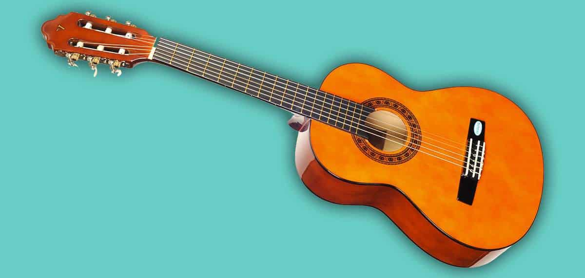 Omega classical kit 1 3 4 size guitar review kid guitarist for Luthier valencia